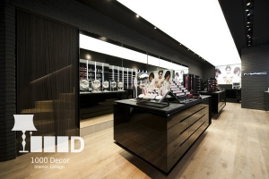 clothes store decoration8 300x200 دکوراسیون فروشگاه لوازم آرایشی
