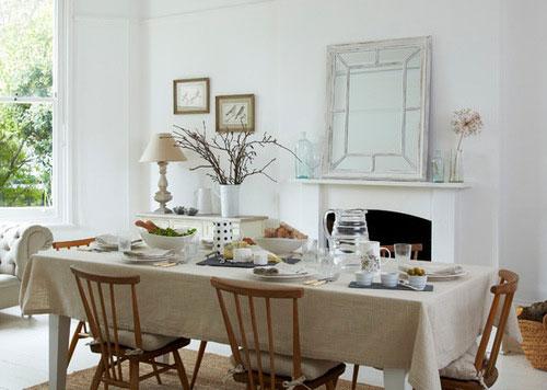 traditional dining room4 5 رومیزی ایده آل برای میز های غذاخوری