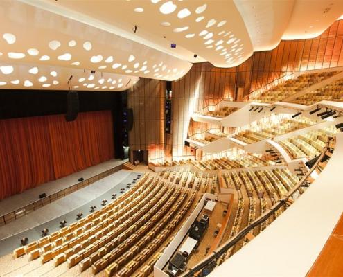 Theater Hall Design 4 495x400 بازسازی و طراحی دکوراسیون