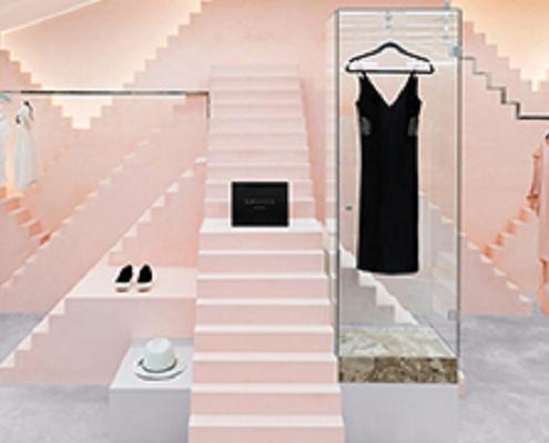 1000decor Womens boutique decor 8 495x400 دکور بوتیک زنانه جذاب و شیک